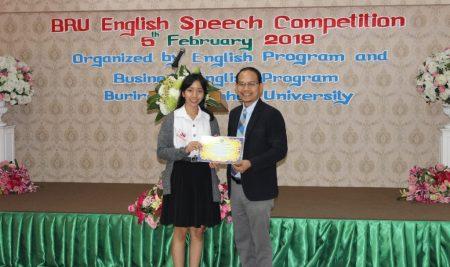 ขอแสดงความยินดีกับนิสิตภาควิชาเศรษฐศาสตร์ ได้รับรางวัลรองชนะเลิศอันดับที่ 1 จากการแข่งขัน น.ส.ชุฏิพร  ปราบหงษ์ รหัสนิสิต 5810750885  ได้รับรางวัลรองชนะเลิศอันดับที่ 1 ประเภทเดี่ยว  จากการแข่งขัน BRU English Speech Competition Buriram Rajabhat International Conference and Cultural Festival (BRICC Festival 2019) ระดับอุดมศึกษา  วันที่ 5 กุมภาพันธ์ 2562 ณ มหาวิทยาลัยราชภัฎบุรีรัมย์