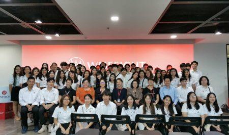 กิจกรรมศึกษาดูงานนอกสถานที่สำหรับนิสิตภาคภาษาอังกฤษชั้นปีที่ 2 ณ บริษัท ไวซ์ไซท์ (ประเทศไทย)จำกัด  วันศุกร์ที่ 22 พฤศจิกายน 2562