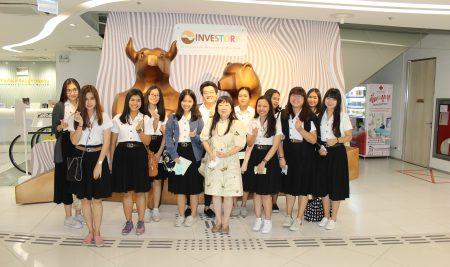 โครงการนำนิสิตศึกษาดูงานรายวิชา 01101454 Financial Institutions and the Economy  ณ ตลาดหลักทรัพย์แห่งประเทศไทย ในวันพฤหัสบดีที่ 5 มีนาคม 2563 โดย รศ.ดร.ชลลดา  หลวงพิทักษ์