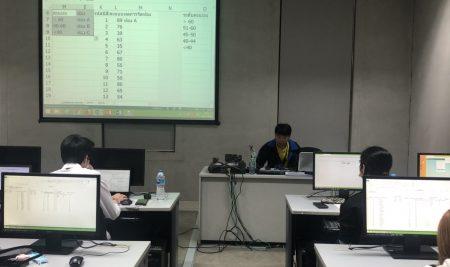โครงการอบรมการใช้งานโปรแกรมคอมพิวเตอร์ MS Excel สำหรับนิสิตชั้นปีที่ 2 ภาควิชาเศรษฐศาสตร์ ประจำปีการศึกษา 2563 ระหว่างวันที่ 24-25 พฤศจิกายน 2563 เวลา 9-15 น. ณ ห้องปฏิบัติการคอมพิวเตอร์ EC 5520 อาคารปฏิบัติการ คณะเศรษฐศาสตร์ จัดโดย คณะกรรมการกิจการนิสิตและระบบอาจารย์ที่ปรึกษาภาควิชาเศรษฐศาสตร์